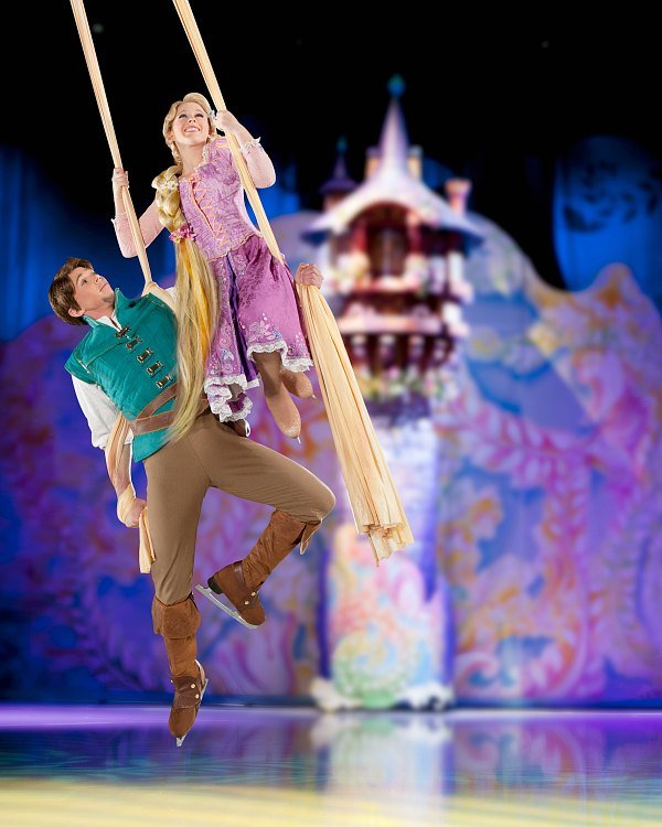 Disney on Ice Rapunzel and Flynn