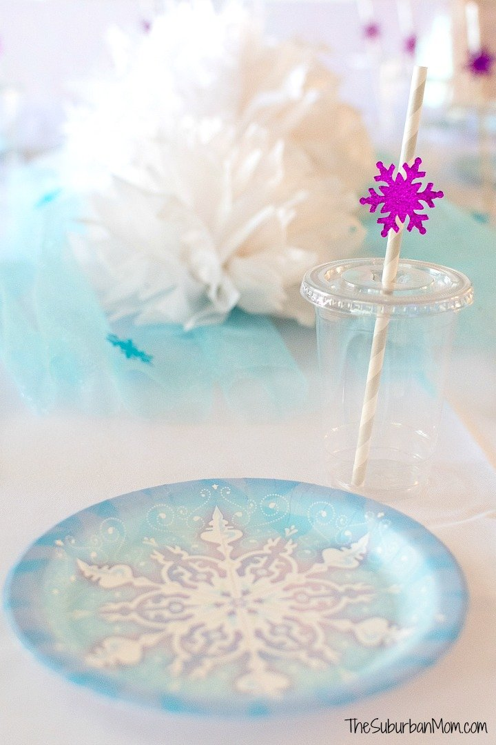 Frozen Snowflake Party Plates